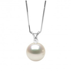 White freshwater pearl and diamond pendant, 9.0-10.0mm